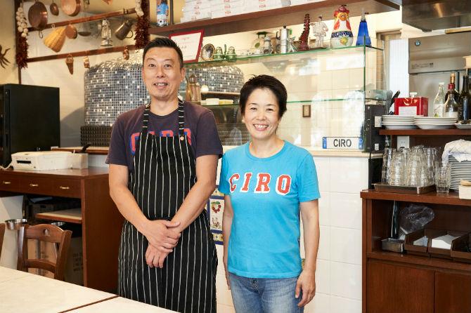 小谷聡一郎シェフと紀三子さん夫妻。いつも笑顔にあふれている。