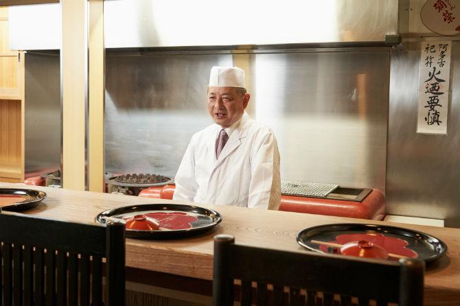 店主の梶憲司さん。平安時代から続く食の儀式、生間流式包丁の数少ない継承者でもある。