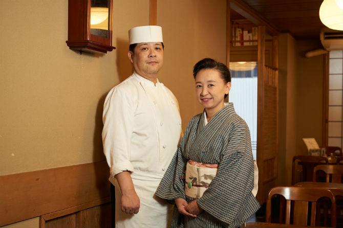 料理長の永田真司さんと女将の永田由美子さん。大学のマンドリン部の先輩・後輩の仲。