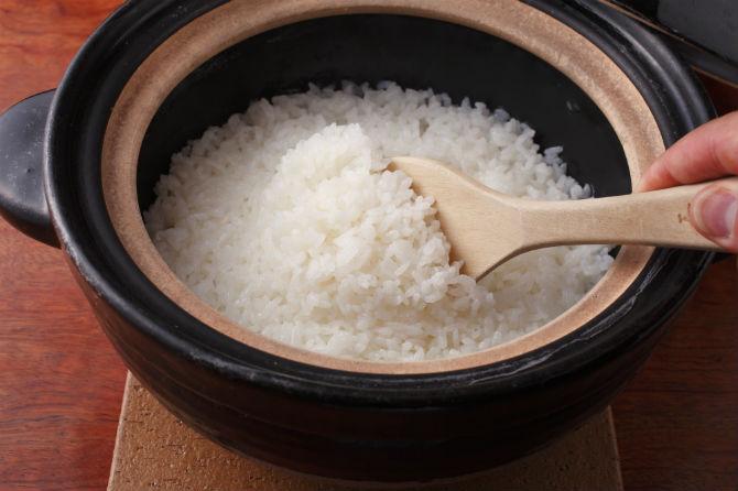 炊き立ての白飯。香り、甘み、うまみのバランスが良く、おかずと引き立て合う。
