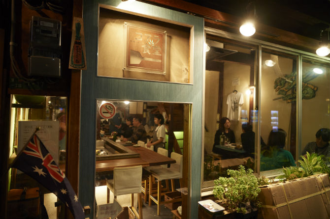 大阪メトロ天神橋筋六丁目駅の13番出口を出たら、通りの向こうにこの店の明かりが手招きしている