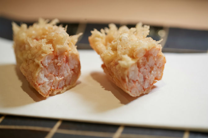 兵庫ならでは、香住のズワイガニがぎっしりと詰まった天ぷらは香りも素晴らしい