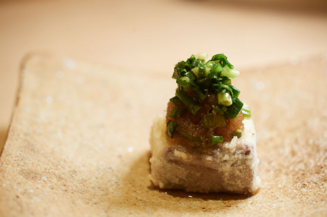 珍しいブリの天ぷらには、ちり酢を乗せてあっさりと